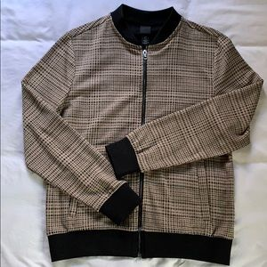 Brown plaid H&M bomber jacket perfect for Fall 🍁